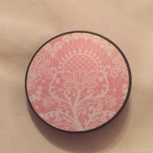 Accessories - NWOT Pink and white designed pop socket